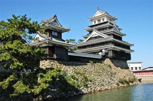 Nakatsu Castle finally sold