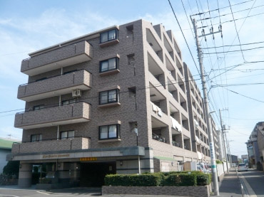 A 7 Y Apartment Building In Kawasaki City Is Due To Be Demolished And Rebuilt After Construction Flaws Were Recently Discovered That Compromize The