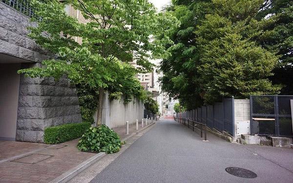 Nishiazabu Land sm1