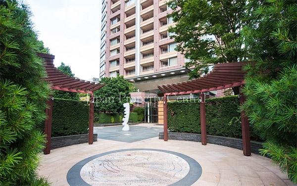 Aoyama Park Tower sm2